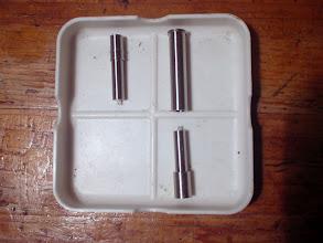 Photo: 7)フェルール製作です。ニッケル・シルバー丸棒からパーツを削り出します。上左がティップ側(オス)のフェルールで、上右とその下を銀ロウ付するとバット側(メス)のフェルールになります。右上のスリーブはハンドリーマー加工をしてあります。