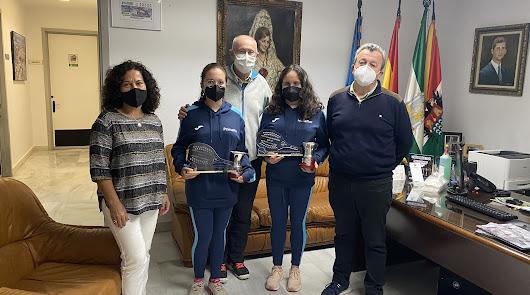 El ayuntamiento de Pulpí con las campeonas de España