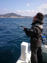 """Photo: 比較的、水面穏やかな場所。 到着してすぐ""""カワカミさん""""ヒーット""""!"""