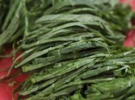 Brazilian Couve A Mineira - Garlicky Collard Green Recipe