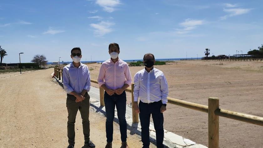 Luis Dacal, técnico de codeur, Alfonso García, concejal de Infraestructuras, y Jerónimo Parra de Grupo Parra.