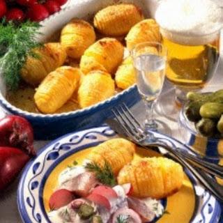Schwedische Kartoffeln mit Matjes und Joghurt-Schmand-Soße