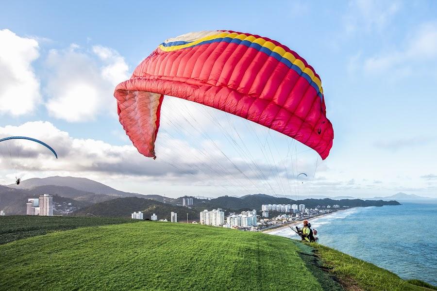 Paragliding by Rqserra Henrique - Sports & Fitness Other Sports ( red, fly, paragliding, paraglide, landscape, rqserra )