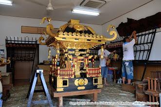 Photo: 【平成20年(2008) 宵々宮】  神輿の仕度を開始。