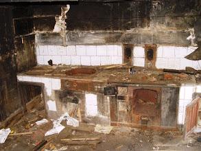 Photo: Cociña dunha das casas de Prada