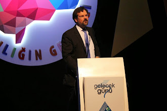 Photo: BSH Türkiye Teknikten Sorumlu İcra Kurulu Üyesi Juan-Ignacio Conrat Niemerg konuşmasını yaparken... www.gelecekgunu.org
