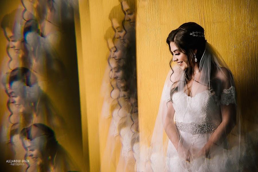 Wedding photographer Alejandro Souza (alejandrosouza). Photo of 05.04.2019