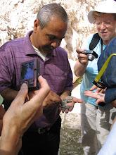 Photo: Jérusalem avec un archéologue sur le site de la piscine de Siloë