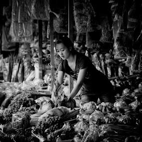 the true of borneo by Johari Nasib - People Portraits of Women