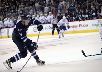 NHL: Winnipeg renverse une situation compromise