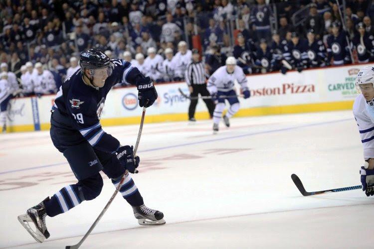NHL: Winnipeg renverse une situation compromise