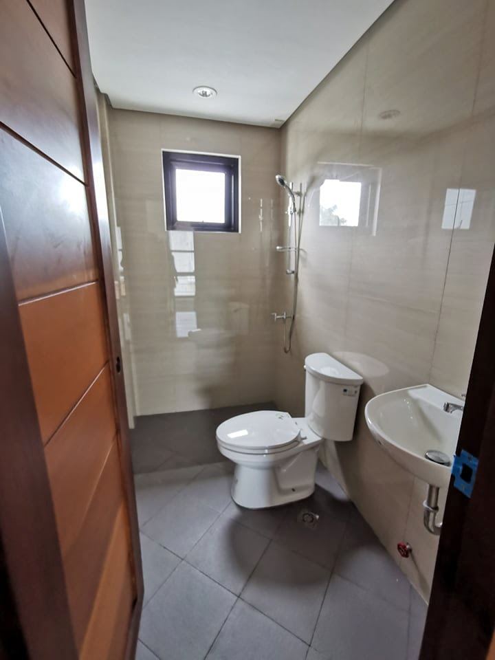 33 Harmony toilet and bath