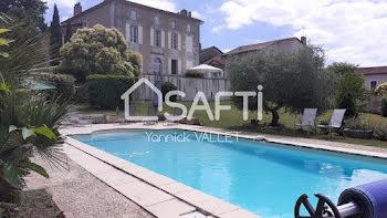hôtel particulier à Saint-Aulaye (24)