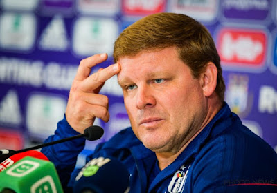"""Vanhaezebrouck comprend la pression sur Anderlecht: """"Mais regardez les résultats de Bruges et du Standard"""""""