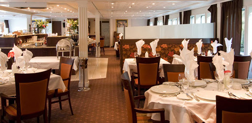 amacello-restaurant.jpg - Enjoy regional specialties and take in the sights from the main restaurant on AmaCello.