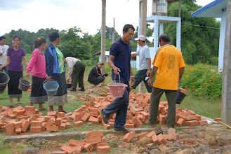 Photo: Tout le monde participe aux travaux