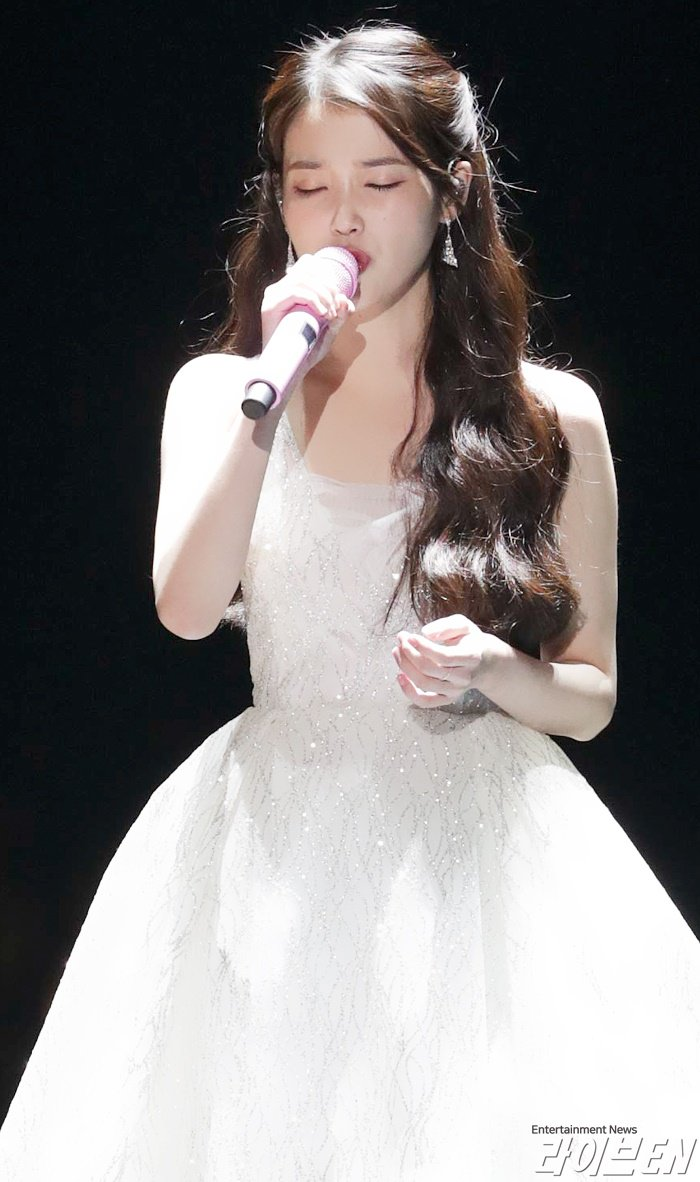 iu gown 5