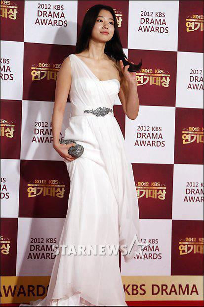 shinhye gown 26