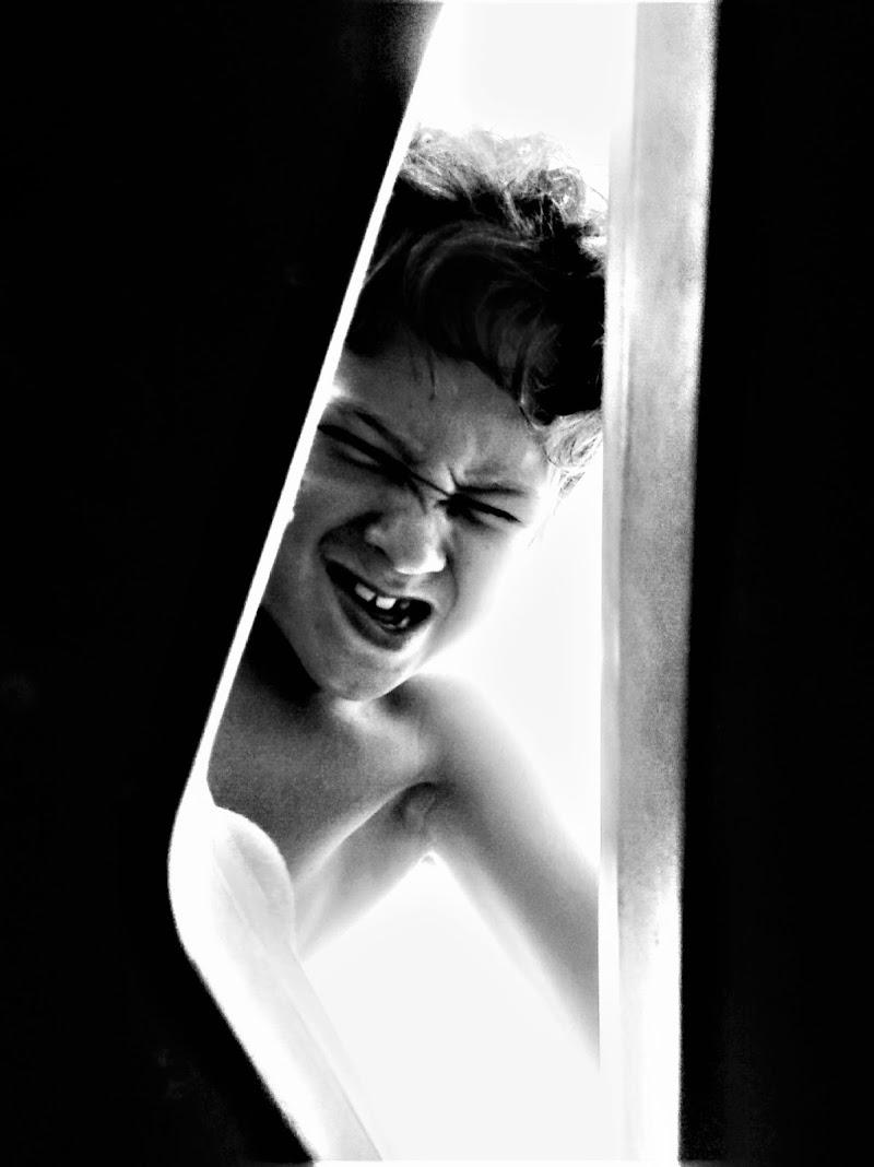 Mentre spio, l'allegria che deforma. di matilde_barucca