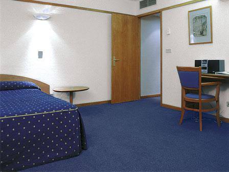 VIP Executive Suites Eden Aparthotel