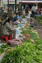 Photo: Small local market at Vang Vieng