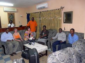 Photo: 22 h30 : les amis fidèles nous accueillent de g à d : Dr Barthélémy, Monique, Claudine,Olivier, Perpétue, Marcel, Zacharie.