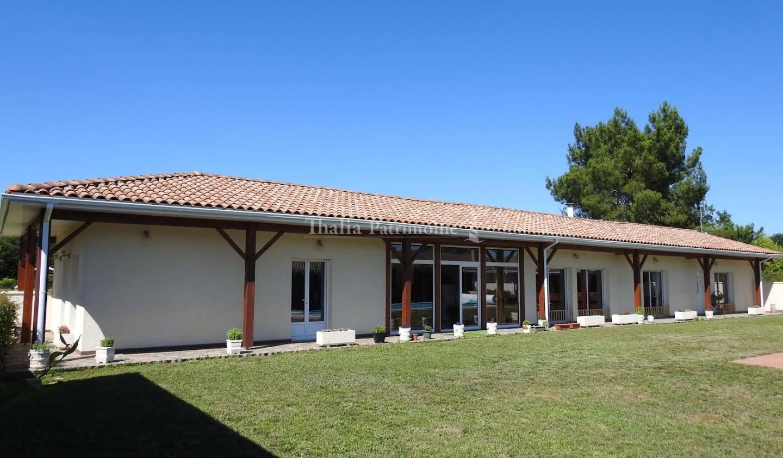Maison avec piscine et terrasse Saint-Symphorien