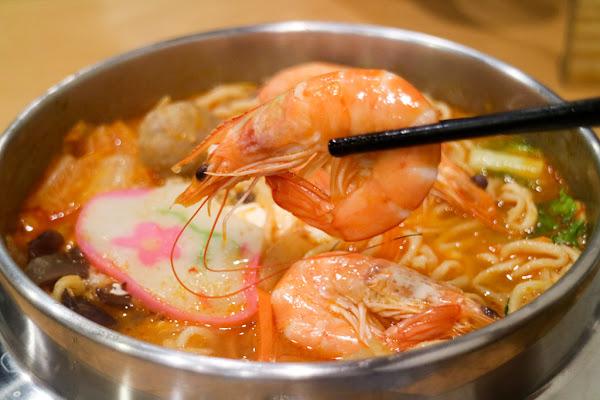 鍋呆子鍋燒專賣 鮮蝦蛤蜊多到嫑嫑的 流汗也要吃