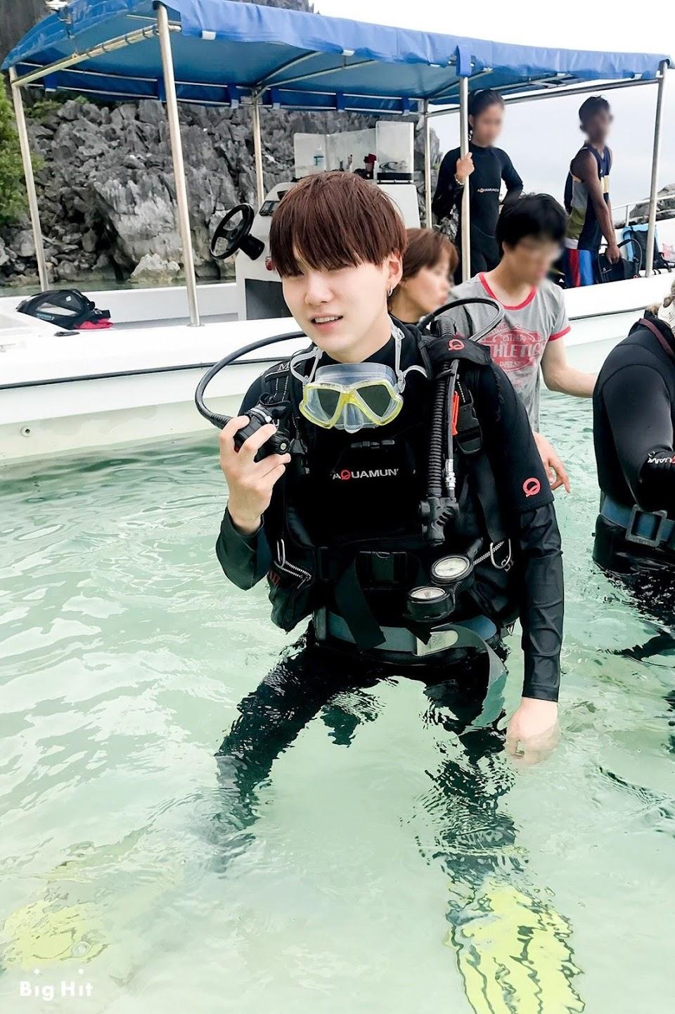 yoongi scub diving