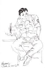 Photo: 吃飯配電視2012.06.06鋼筆 中午休息時間大伙飯吃得飛快,電視新聞可也不能放過啊!畢竟在監獄上班是與世隔絕的呀!