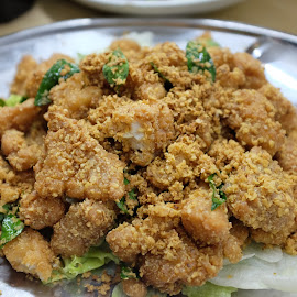 Deep Fried Chicken Nuggets by Beh Heng Long - Food & Drink Plated Food ( chinese food )