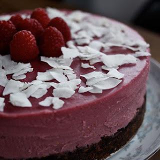"Coconut-Raspberry ""Cheesecake""."