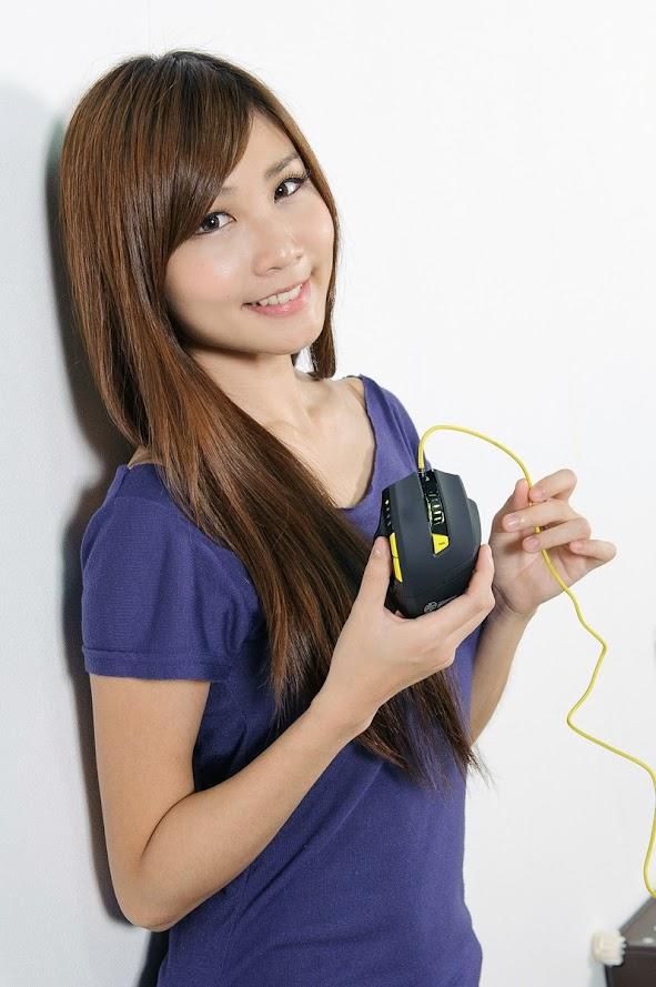 [Hình ảnh] Người đẹp đọ dáng cùng các thiết bị ngoại vi của Sharkoon
