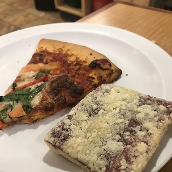 Pizza and a raspberry crumb tart 🙌