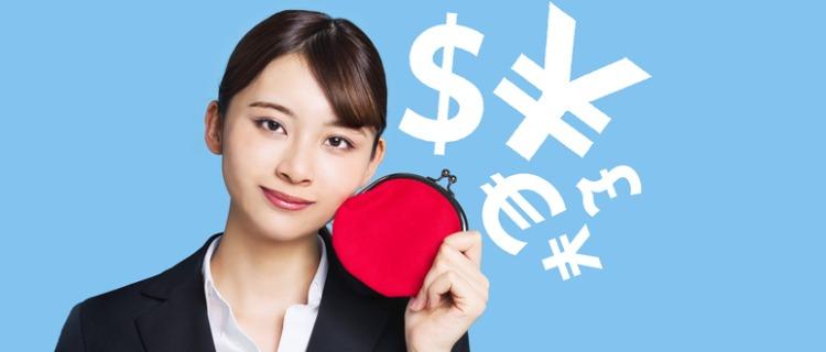 ビジネスローンを含めた開業資金調達を紹介する女性