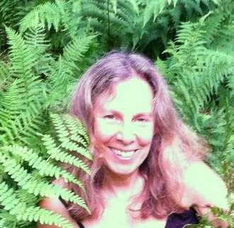 Lynne_in_ferns_head_shot-330.jpg