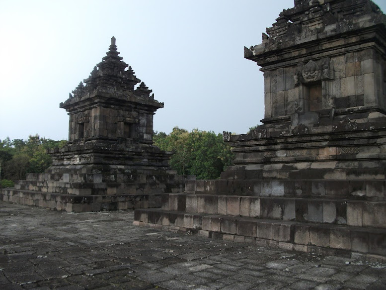 The twin temples to worship Vishnu and Sri