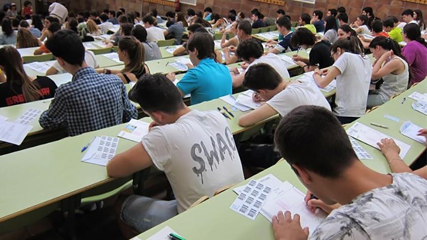 En España podemos encontrar academias de idiomas, deportivas, culturales, militares, de modos concretos o más genéricas.