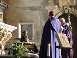 Photo: Mši předcházelo procesí s ostatky sv. Dominika ...