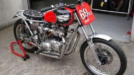 Le spécialiste de la moto anglaise et sa Triumph dirt track