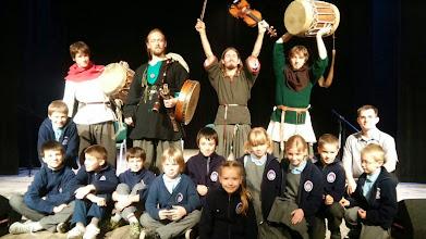 """Photo: Edukacyjny koncert folkowy """"Echa zielonej wyspy a tradycje muzyczne"""" w Powiatowym Młodzieżowym Domu Kultury w Otwocku"""