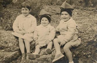 Photo: Sant Llorenç Savall, 1958  amb la meva germana Ma Carme i el meu germà Josep