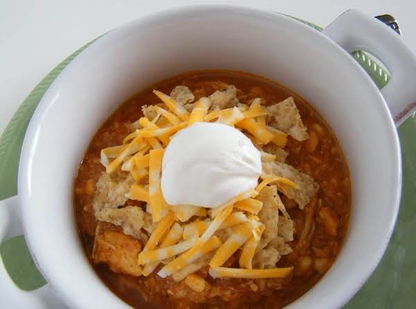 Slow Cooker Chicken Enchilada Soup #whoneedsacape #slowcooker #chicken #soup