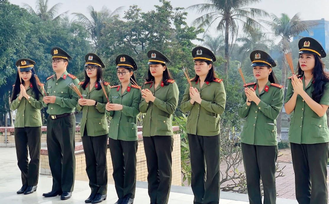 Phòng Hồ sơ dâng hương, dâng hoa tại Nghĩa trang liệt sỹ TP Vinh