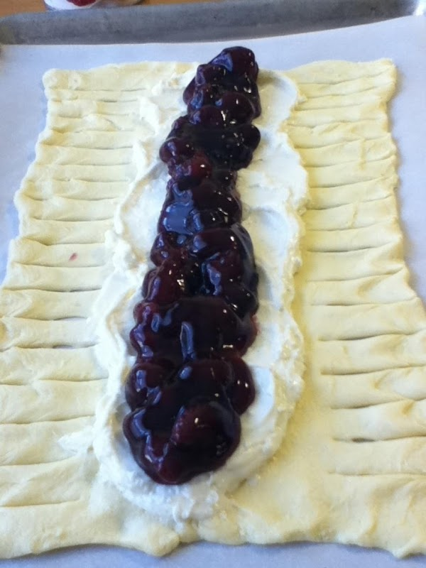 FILLING:Mix softened cream cheese with sugar and 1/4 tsp vanilla. Spread cream cheese filling...