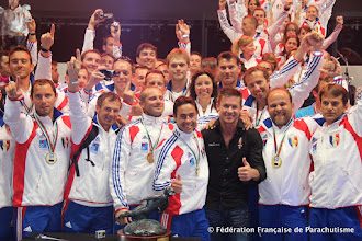 Photo: Victoire Total de la France à Dubai en 2012 avec Félix Baumgartner