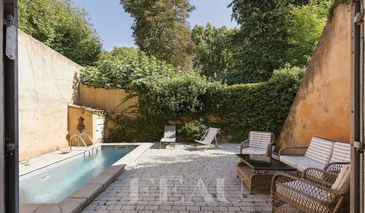 Property with pool Cucuron