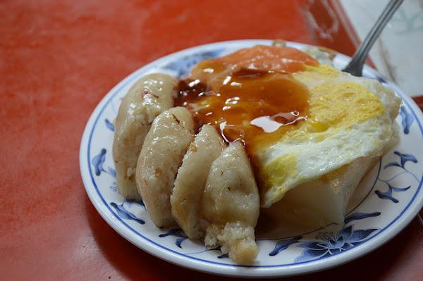 王家菜頭粿糯米腸~~台中第二市場人氣中式早點