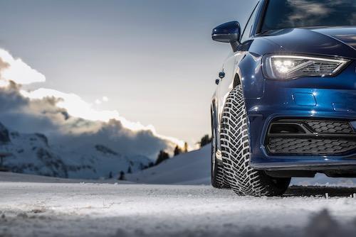 Bezpečná jízda v zimních podmínkách zahrnuje použití prémiových pneumatik