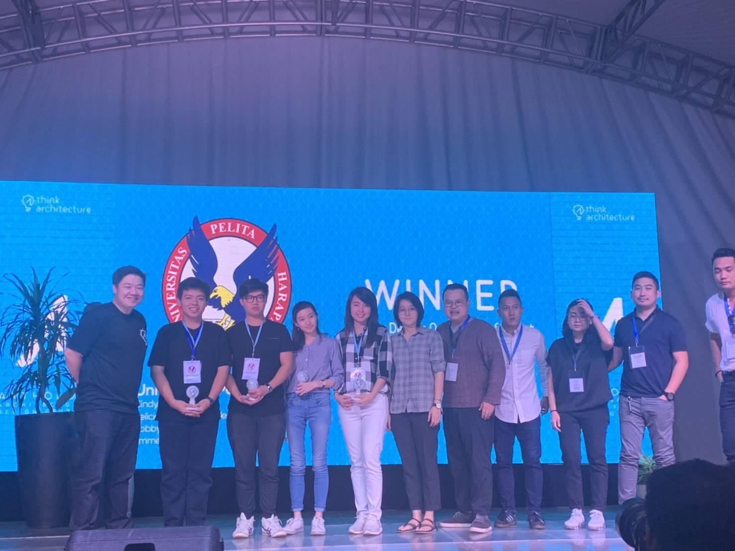 Tim UPH memenangkan lomba Live Design